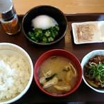 すき家 - 「まぜのっけごはん朝食」320円。