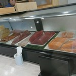 鮨よし - ケースの中の魚