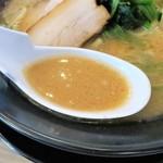 横浜家系ラーメン 印西家 - スープ