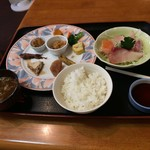 やまじょう - 料理写真:1550円の刺身(小)オードブル?御飯、味噌汁 です。