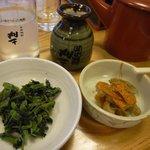 大黒屋 そば店 - (2011/5/3)焼酎そば湯割り、葉ワサビ、お通し(レンコンとニンジン)の三点セット
