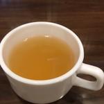 76832734 - スープはカップでサーブ