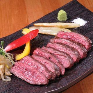 """肉の旨みを楽しむなら!ジューシーな""""ハラミのレアステーキ""""♪"""