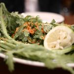 オルランド - 春菊とサルディーニャ産マグロのカラスミのサラダ