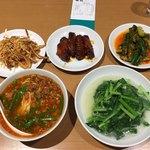 76836038 - 台湾ラーメン、青菜炒め、手羽先、豚の耳、キューリ漬