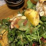 Bistro-SHIN 2 - シャインマスカットと柿と梨のクレソンサラダ。 見た目だけじゃなくて味も素晴らしい!