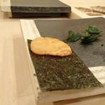 76837233 - ◆炙り帆立・海苔巻き・・美味しいですが、もう少し帆立を厚く切ってくださると嬉しいかと。