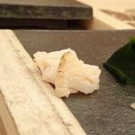 76837583 - ◆ツブ貝・・丁寧に包丁が入り食べやすい