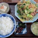 味処まるよし - 料理写真:野菜炒め定食730円①
