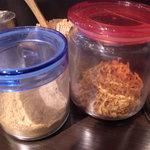 麺Dining ひろまる - 追加の魚粉等