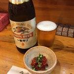 さしみや五坪 - 瓶ビール(550円)とお通しのチャンジャ