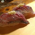 天史朗寿司 - マアジの握り さっぱりと味があって美味しいです