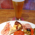 76846836 - 前菜とビール