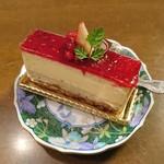 ミリオン洋菓子店 - ガーネット390円