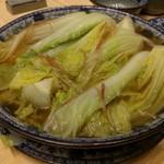 老記海鮮粥麺菜館 - ベビーキャベツとあるが、ベビー白菜の味。スープが旨い!
