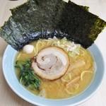 松華家 - 料理写真:ラーメン690円麺硬め。海苔増し100円。