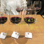 ル バー ラ ヴァン サンカンドゥ アザブ トウキョウ - 赤ワイン3種飲み比べ