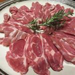 コヒツジヤ ラムマン - お肉は、オーストラリア・タスマニア産の『グレインフェッド(穀物飼育)ラム』で、 旨味があり脂も上質とのこと。