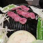 コヒツジヤ ラムマン - ジンギスカン開始!レア~ミディアムレア位が一番美味しい。