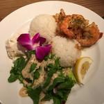 Kaka'ako Dining & Cafe  - ガーリックシュリンププレート