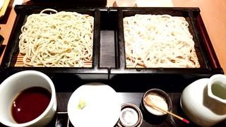 蕎肆 穂乃香 - 二色盛りせいろ:930円