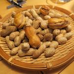 ナイン ストーリーズ - アミューズ2:茹で落花生とピーナッツバター、ケッパーのシュー