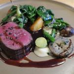 ナイン ストーリーズ - 蝦夷鹿のロースト 赤ワインとジュ 胡椒のソース   根セロリのピューレ3
