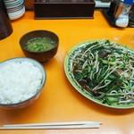 太白楼 - ごはん+ニラレバ炒め
