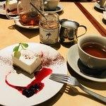 RIGOLETTO SMOKE GRILL & BAR - チーズケーキとミルクティ
