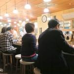 とんき - 平日17時台でも20人以上待ち客ができる大盛況
