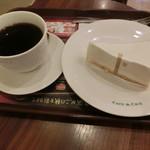 カフェ・ド・クリエ - 料理写真:ケーキセット590円