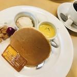 グリーンカフェ - コーヒー400円+はちみつパンケーキセット¥0(ドリンク代のみ)