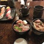 朝日寿司 総本店 - 小丼の大きさがイメージできるでしょうか。