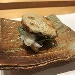 銀座 すし四季 - 旬の秋刀魚のバケットには大葉と玉ねぎと秋刀魚の肝のソースが。