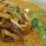 桃里 - ひき肉とタケノコの千切りを青椒肉絲のように味付けしたもの。