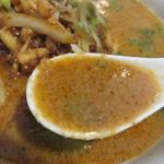 桃里 - スープのベースは濃いめの醤油味で、芝麻醤がたっぷり入って濃厚です。
