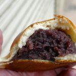 守谷製パン店 - ずっしりと粒あんが入った「あんぱん」の生地は薄めで柔らか。中の粒あんは塩気と甘みのバランスが良くたっぷり入っています!