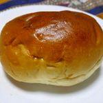 守谷製パン店 - パット見の印象はできたてホヤホヤな「あんぱん」の姿と変化なし。