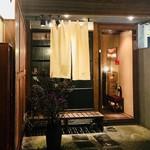 吉乃坐 - 路地裏にひっそり佇む店構え。 雰囲気あります^_−☆