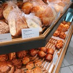 breadworks - 売り場の一部はこんな感じ。