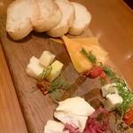 76870502 - チーズ盛り