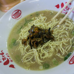 太宰府 八ちゃんラーメン - 高菜と替玉、一緒にドン!