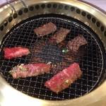 南大門 - カルビ+ハラミ焼き中