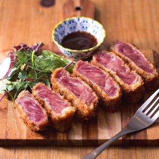 肉好きさん!イチオシの牛レアかつと数々の肉料理でお楽しみを♪