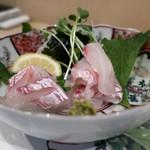 よし春 - 明石の天然真鯛の造り