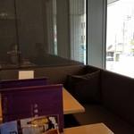 杜若 - 店内のテーブル席の様子