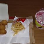 76879005 - 今回買った物(左:アメリカンチェダーポテト、中:マックフライポテトS、右:マックフルーリー・パナップグレープ味)