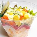 東信水産 - アボカドサラダ丼