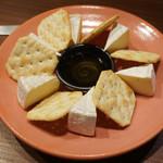 76882328 - カマンベールチーズ
