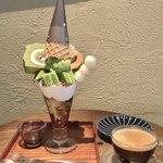 76884548 - 抹茶ぱふぇ/ホットコーヒー 1300円(税込)